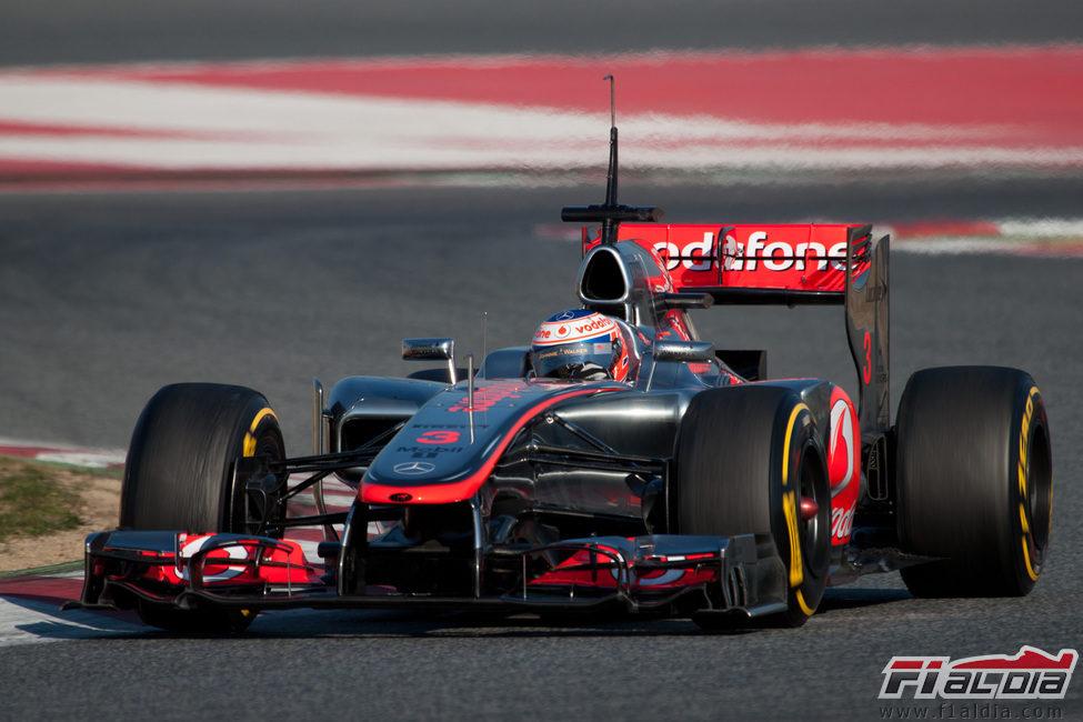 Jenson Button con el McLaren en los test de Barcelona