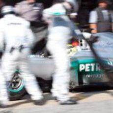 Parada en boxes para el Mercedes de Rosberg