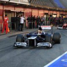 Maldonado y Massa en el 'pit-lane' de Montmeló