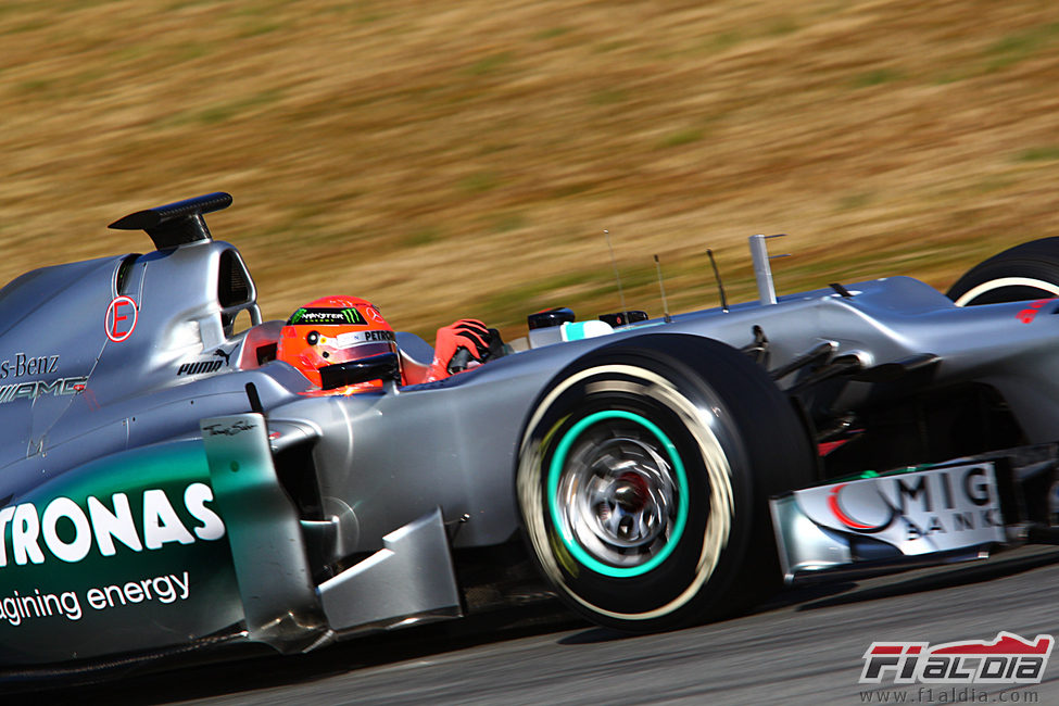 Schumacher en acción en Montmeló