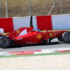 Fernando Alonso con el F2012 en Barcelona