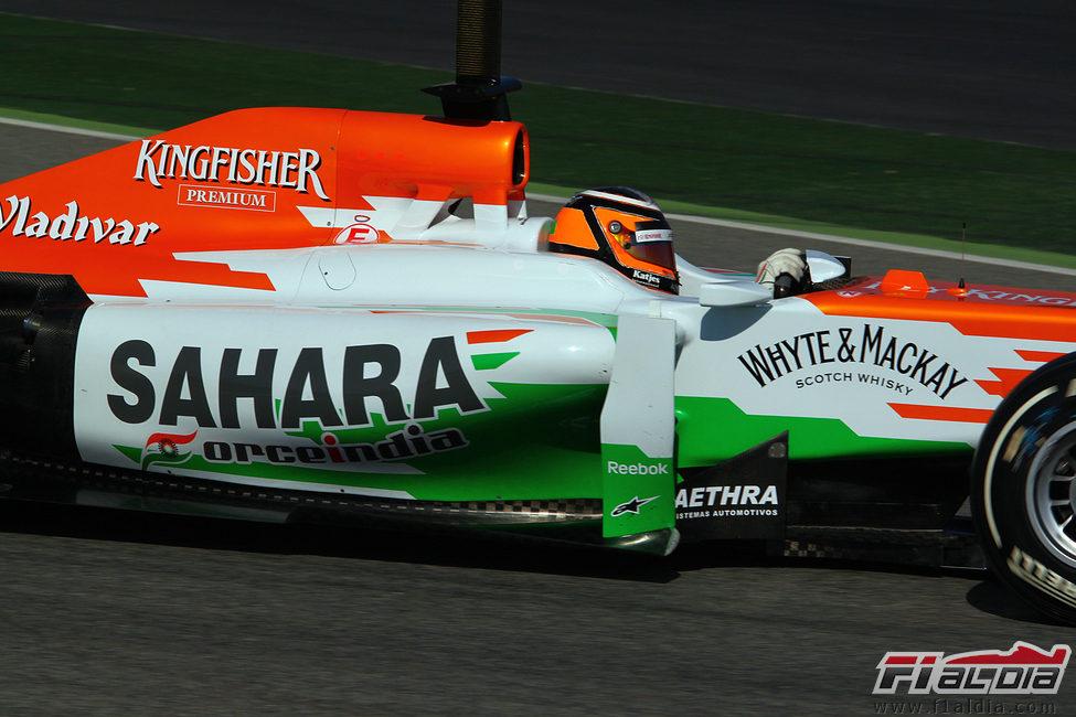 Nico Hülkenberg al volante del Force India en los test
