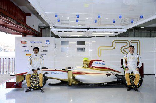 Pedro de la Rosa y Narain Karthikeyan junto al F112