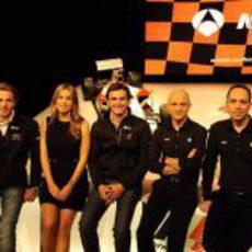 Dani Clos y Pedro de la Rosa con el equipo de Antena 3