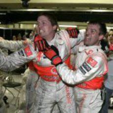 Los ingenieros de McLaren exhultantes