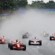 Massa llega a la primera curva de Brasil