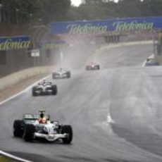 Barrichello por delante de Rosberg