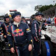 Homenaje de los ingenieros a Coulthard
