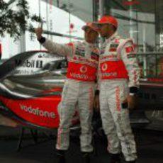 Lewis Hamilton y Heikki Kovalainen