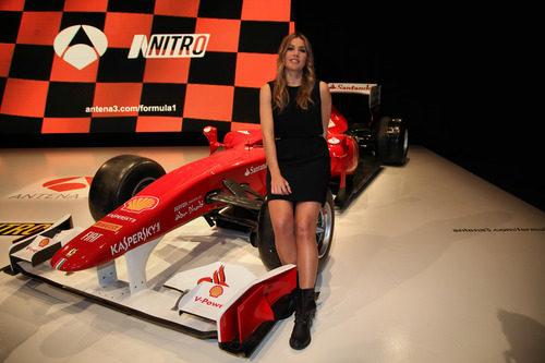 Nira Juanco y el Ferrari