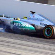 Nico Rosberg se pasa de frenada en los test de Barcelona