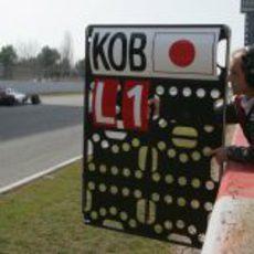 Kamui Kobayashi en la recta de Montmeló en los test de pretemporada