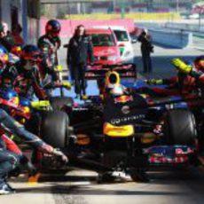 Red Bull practica un pit-stop con Sebastian Vettel