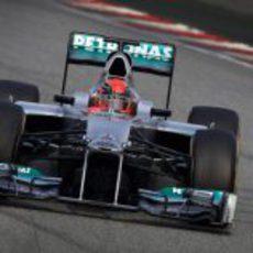 Michael Schumacher rueda en Montmeló con el W03