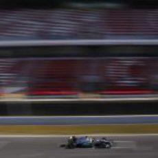 Rosberg cruza la línea de meta durante los test