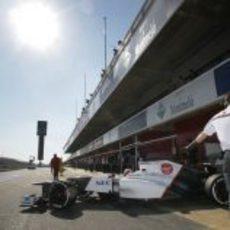 Kamui Kobayashi salta a la pista del circuito catalán de Montmeló