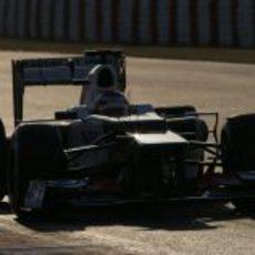 Kamui Kobayashi con el Sauber C31 en el asfalto del circuito de Montmeló