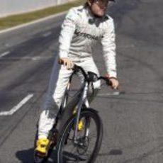 Nico Rosberg prueba la bicicleta inteligente
