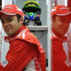 Felipe Massa mirando a la cámara