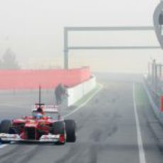 Fernando Alonso sale del 'pit lane' con su F2012