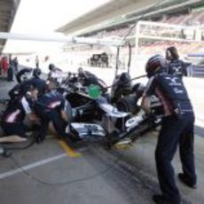 Bruno Senna realiza un 'pit stop'