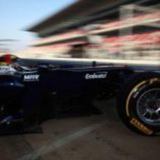 Maldonado sale del garaje con su FW34
