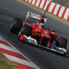 Fernando Alonso recogiendo datos con su F2012