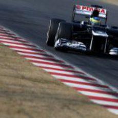 Bruno Senna avanza con su FW34 por una recta