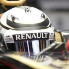 Kimi Räikkönen a punto de salir a pista con el E20