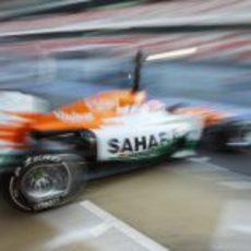 Paul di Resta abandona el 'box' de Force India