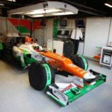 Di Resta dentro del garaje de Force India