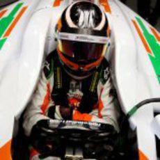 Nico Hülkenberg agarra el volante del VJM05