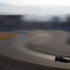 Vitaly Petrov en las primeras curvas del circuito de Montmeló