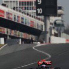 Ricciardo sale de boxes con el STR7