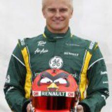Kovalainen nos enseña su nuevo casco para 2012