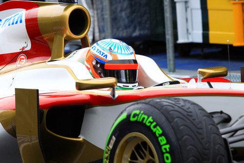 Narain Karthikeyan rueda en Australia con el F112 y neumáticos de lluvia