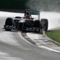 Michael Schumacher sobre la pista mojada de Albert Park
