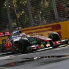 Jenson Button en el circuito de Albert Park con su MP4-27
