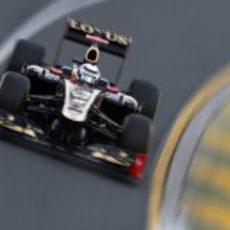 Kimi Räikkönen a toda velocidad sobre el trazado de Albert Park