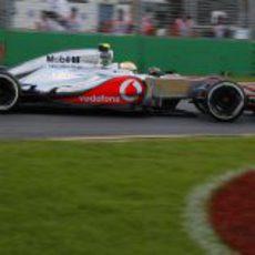 Lewis Hamilton completa su vuelta en Albert Park