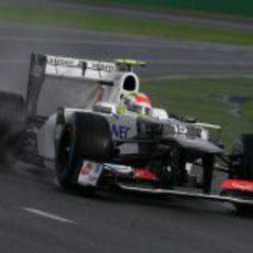 Sergio Perez a bordo de su C31 en unos libres pasados por agua