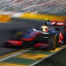 Hamilton en pista con el MP4-27