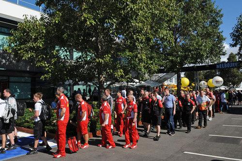 El equipo Ferrari llega al circuito de Albert Park