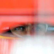Fernando Alonso concentrado en el GP de Australia 2012