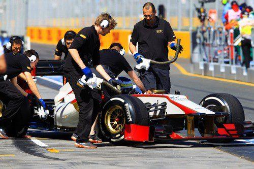 Pedro regresa al box del equipo HRT