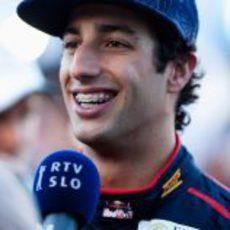 Daniel Ricciardo atiende a la prensa en el Gran Premio de su país
