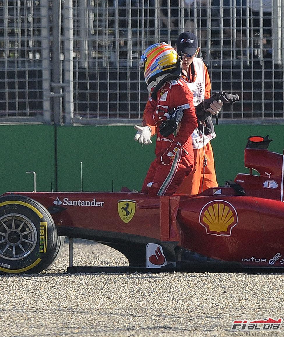 Fernando Alonso se enfada con el comisario de pista en Albert Park