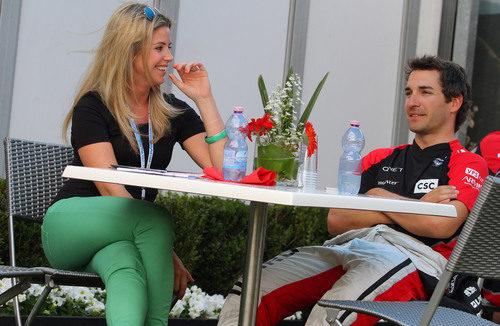 Isabell Reis y Timo Glock en el 'paddock' del GP de Australia 2012