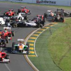 Accidente en la salida del GP de Australia 2012