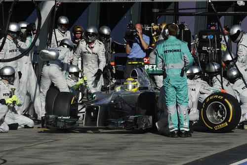 Cambio de neumáticos para Nico Rosberg en el GP de Australia 2012